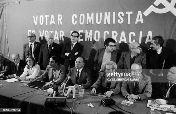 Madrid Espagne avril 1977 La légalisation du Parti communiste espagnol dans le cadre de la transition démocratique Conférence de presse des...