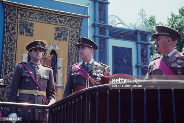 Madrid Espagne mai 1964 Célébration du 25e anniversaire de la fin de la guerre civile Dans la tribune des généraux où normalement seuls le Caudillo...