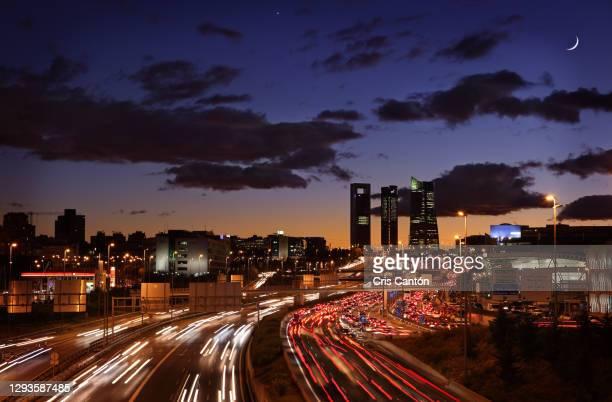 madrid four towers business area skyline at dusk - cris cantón photography fotografías e imágenes de stock