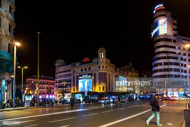 madrid gran via spain night horizontal people - ciudades capitales fotografías e imágenes de stock
