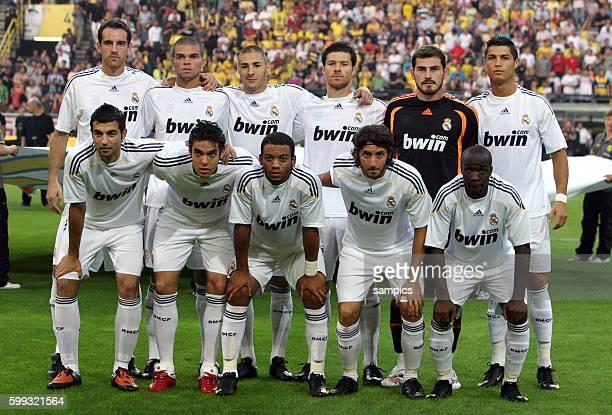 Madrid group team starting eleven line up Back from left Christoph Metzelder Pepe Karim Benzema Iker Casillas Christiano Ronaldo Front from left Raul...