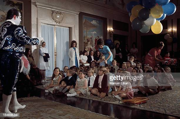 Madrid, July 1971, at the Zarzuela Palace, Juan Carlos of Spain and SOPHIE brought in a clown to entertain the children invited to taste Birthday of...