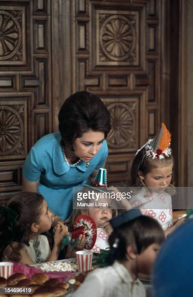 Madrid July 1971 at the Zarzuela Palace Juan Carlos of Spain and SOPHIE receive children for the taste Birthday of the Infanta Cristina 7 years
