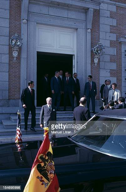 Madrid July 1971 Juan Carlos of Spain receives the VicePresident of the United States Spiro Agnew in his palace of Zarzuela They pose together on the...