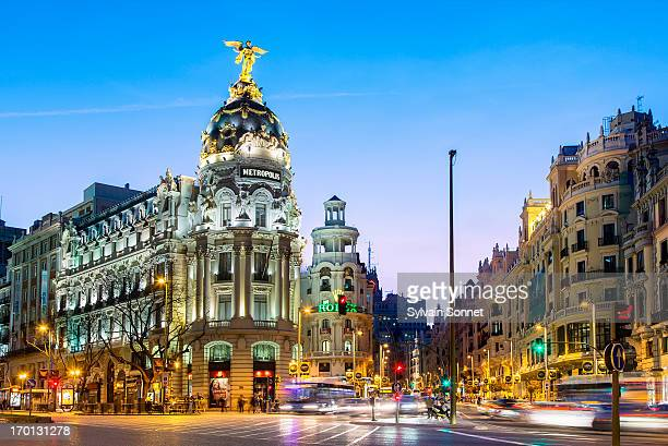 madrid, metropolis building at night - madrid stock-fotos und bilder