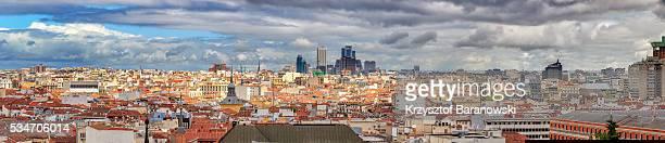 madrid panorama with kio towers - panoramic fotografías e imágenes de stock