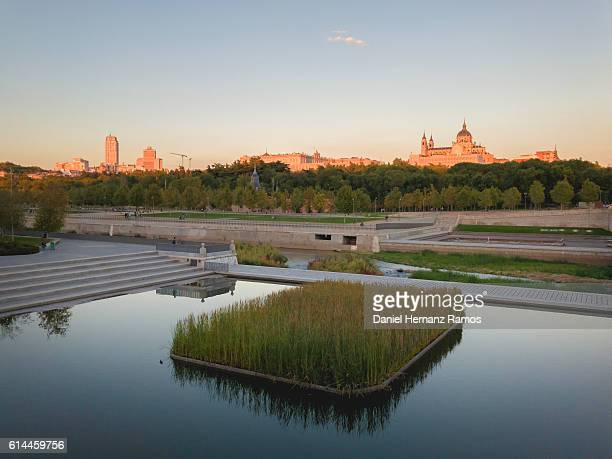 madrid park with manzanares river in foreground and the cathedral of madrid in background. madrid rio park. madrid - アルムデナ大聖堂 ストックフォトと画像