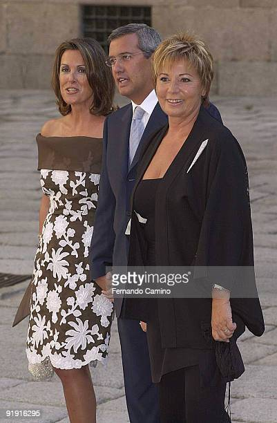 050902 Madrid San Lorenzo of the Dump Wedding of Alexander Agag and Ana Aznar Bottle Ernesto Sa'inz de Buruaga his woman and Celia Villalobos 600