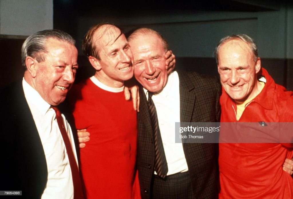 Madrid Spain, 15th May1968. European Cup Semi Final, Second Leg. Real Madrid 3 v Manchester Unied 3. Manchester United's Bobby Charlton (2L) with his manager Sir Matt Busby, Jimmy Murphy (left) and Jack Crompton after 1968 European Cup Semi Final match in : ニュース写真