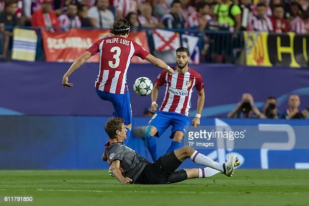 Madrid Spain UEFA Champions League 2016/17 Season Group D Matchday 2 Atletico Madrid FC Bayern Muenchen Thomas Mueller gegen Yannick Carrasco Filipe...