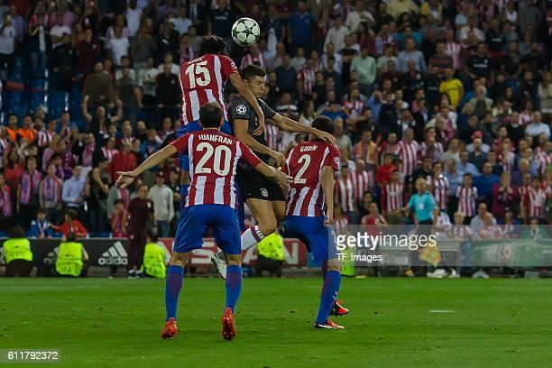 Madrid Spain UEFA Champions League 2016/17 Season Group D Matchday 2 Atletico Madrid FC Bayern Muenchen vl Juanfran Stefan Savic Robert Lewandowski...