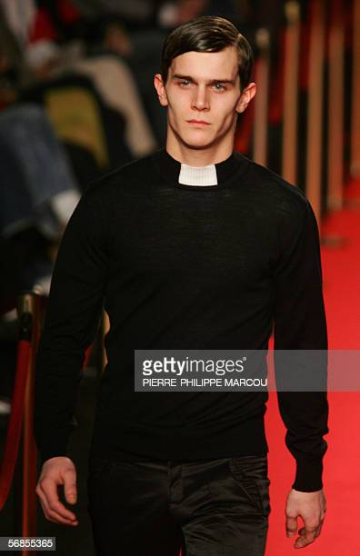 A model presents Spanish designer David Delfin's AutumnWinter 2006 collection during Madrid's Fashion week in Madrid 15 February 2006 AFP PHOTO/...