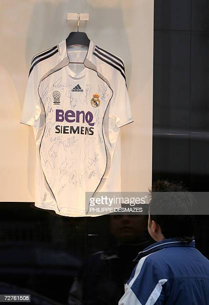 A signed Real Madrid shirt on show in the Real Madrid shop in Madrid 07 December 2006 According to an article published today in the French newspaper...