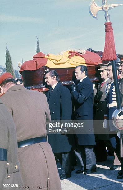 Madrid Spain Cristobal Martinez Bordiu and Alfonso of Borbon Dampierre carry the coffin of Francisco Franco