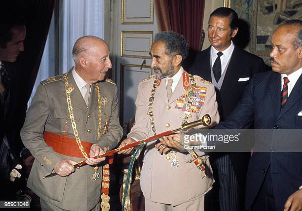 Madrid Spain Exchange of gifts during the visit of Haile Selassie to Spain with the presence of Francisco Franco and Cristobal Martinez Bordiu