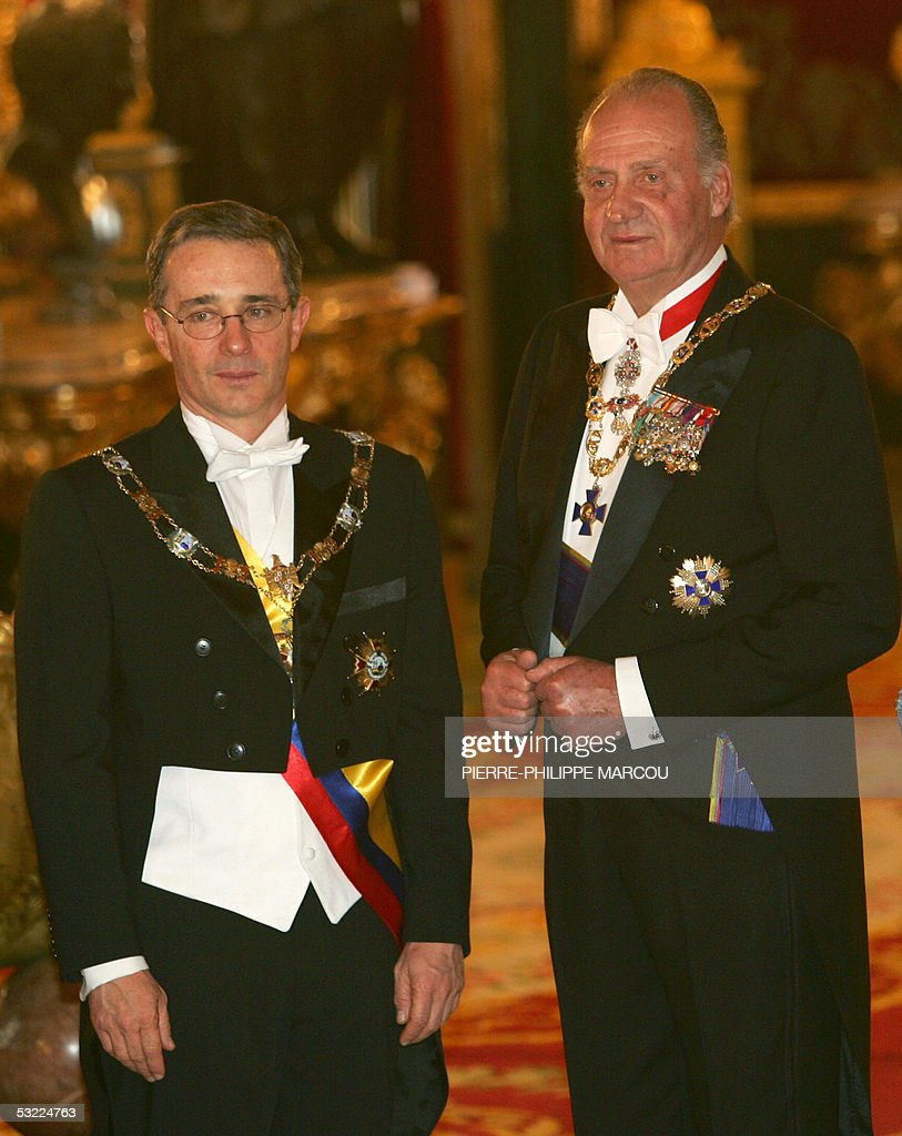 King Juan Carlos of Spain (R) stands with Colombian President Alvaro Uribe (L) before having a gala dinner in Oriente's Palace in Madrid, 11 July 2005.