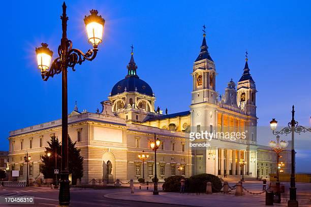 madrid, españa - catedral de la almudena fotografías e imágenes de stock