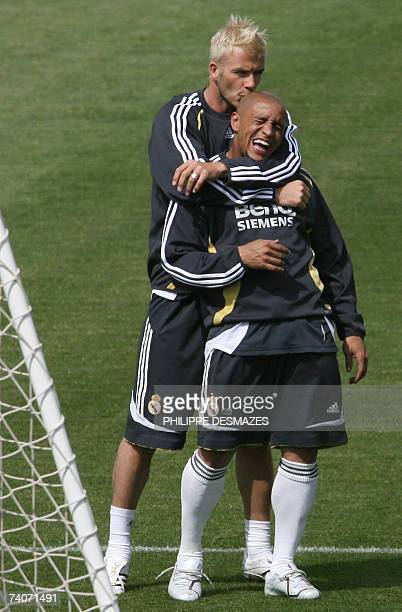 Real Madrid's Briton David Beckham kisses Brazilian Roberto Carlos during a training session in Madrid 04 May 2007 Real Madrid play Sevilla tomorrow...
