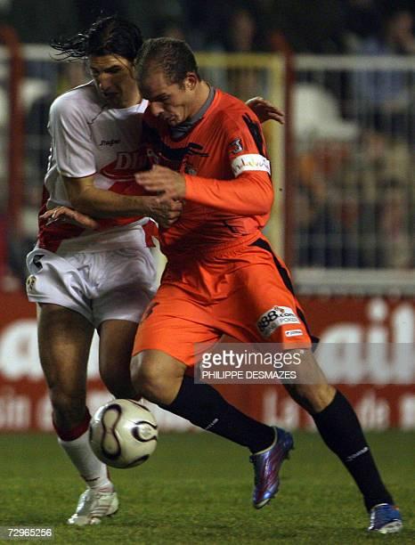 Sevilla's Kepa runs with Vallecano's Cesar Mainz during a King's Cup football match at theTeresa Rivero stadium in Madrid 10 january 2007 AFP...
