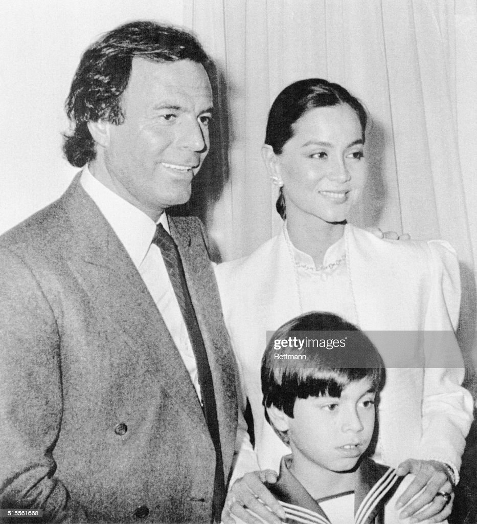 Singer Julio Iglesias with Wife and Son : News Photo