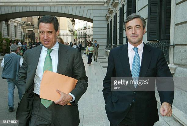 Spokesman for the Popular Party Eduardo Zaplana and the Secretarygeneral of the PP Angel Acebes walk after the presentation of the conclusions of the...
