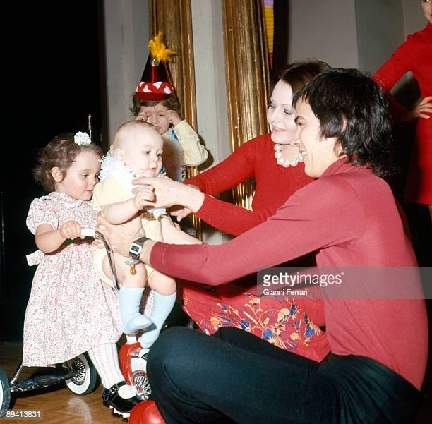1973 Madrid Spain The spanish singer Antonio Morales 'Junior' and his wife the singer too Rocio Durcal with their childrens Carmen Antonio Eduardo...