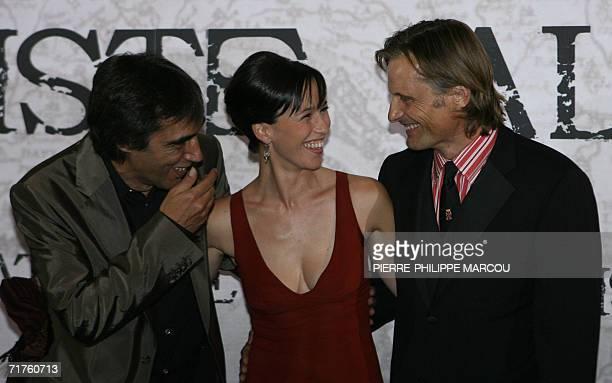 US actor Viggo Mortensen Spanish actress Ariadna Gil and director Agustin Diaz Yanes joke prior to the premiere of Agustin Diaz Yanes' movie...