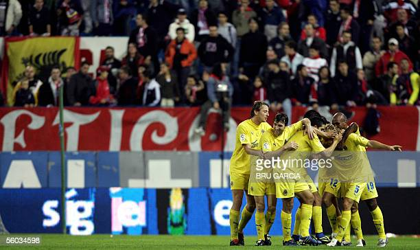 Villarreal celebrate the goal agains Atletico de Madrid 30 October 2005 in Madrid during their Spanish League football match at the Vicente Calderon...