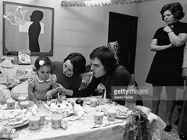 1986 Madrid The spanish singer Rocio Durcal during the celebration of her daughter's Shaila birthday