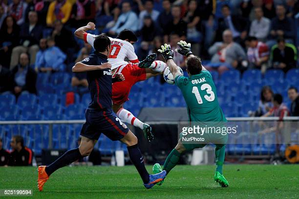 Atletico de Madrid's Slovenian goalkeeper JAN OBLAK and Benfica's Portuguese forward Gon��alo Guedes during the Champions League 2015/16 match...