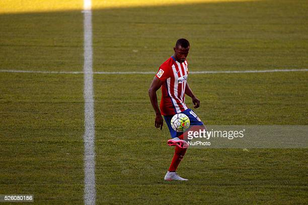 Colombian forward Jackson Mart��nez poses with his new shirt during his presentation as new player of Atletico de Madrid at Vicente Calderon Stadium...
