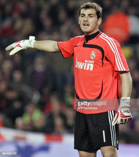 Madrid's goalkeeper Iker Casillas gestures during the Liga football match Barcelona vs Madrid at the Camp Nou 23 December 2007 in Barcelona AFP...