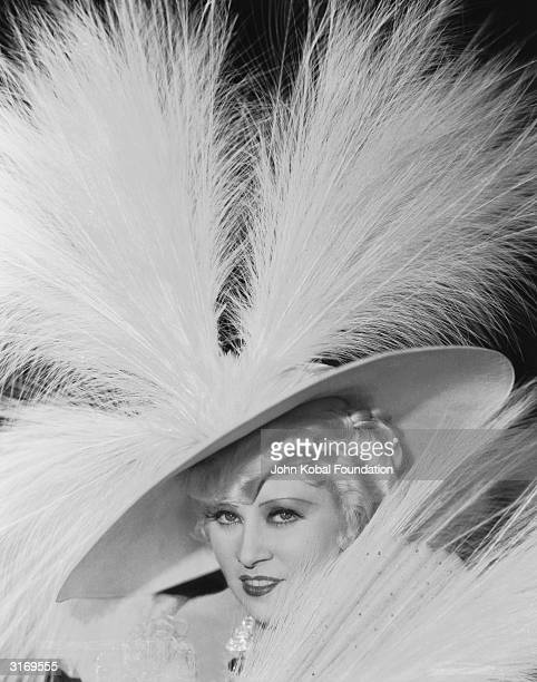 Mae West as Ruby Carter in the self scripted film 'Belle of the Nineties', directed by Leo McCarey for Paramount.