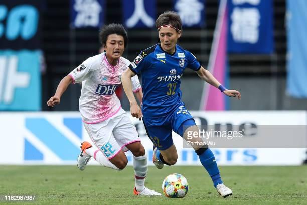 Maeda Ryosuke of Oita Trinita controls the ball during the J.League J1 match between Oita Trinita and Sagan Tosu at Showa Denko Dome Oita on May 04,...