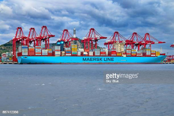 maersk container ship - maersk stock pictures, royalty-free photos & images