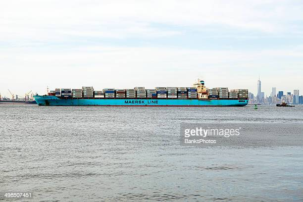 maersk iowa container ship with new york city background - maersk stock pictures, royalty-free photos & images