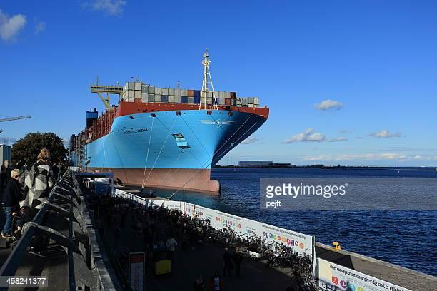 maersk-linie drei e frachtschiff majestätischen mærsk - pejft stock-fotos und bilder