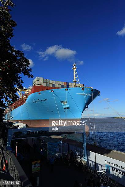 maersk line triple-e container ship majestic mærsk - maersk stock pictures, royalty-free photos & images