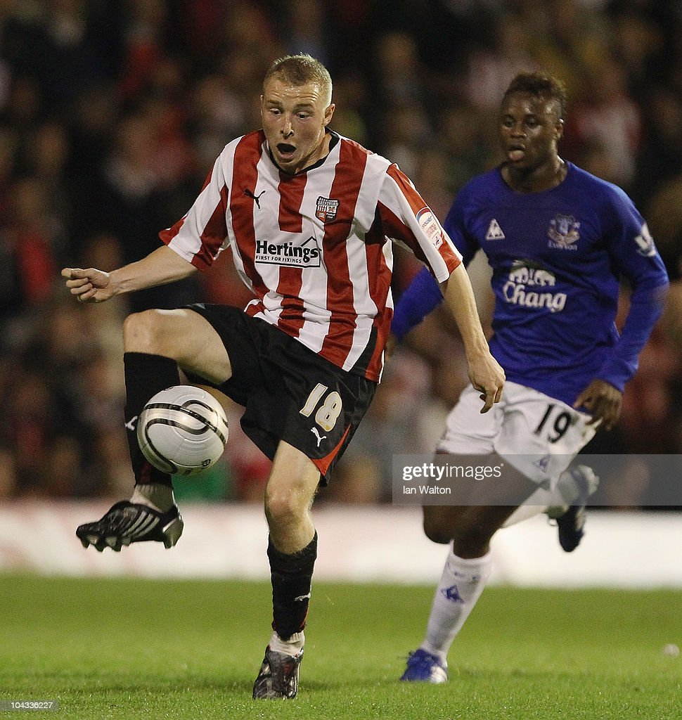 Brentford v Everton - Carling Cup 3rd Round : News Photo