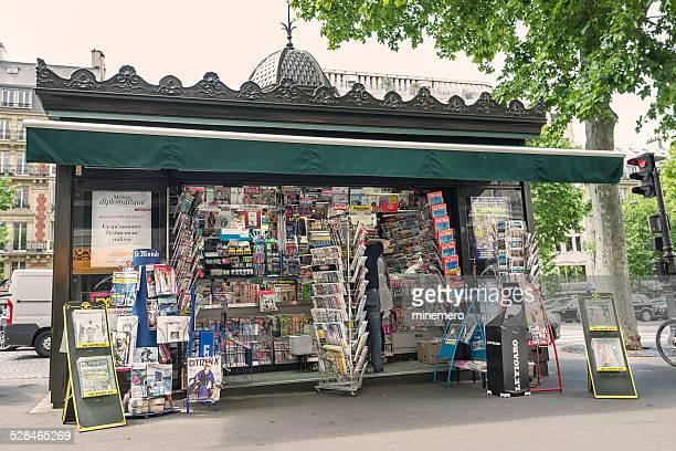 Zeitungen und Zeitschriften am kiosk