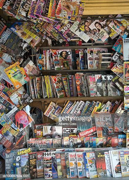 magazine stand - キオスク ストックフォトと画像