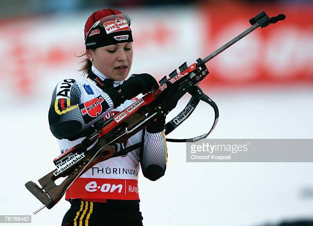 Magdalena Neuner of Germany loads her gun during the Womens 7,5 km sprint of the E.ON Ruhrgas IBU Biathlon World Cup on January 05, 2008 in Oberhof...