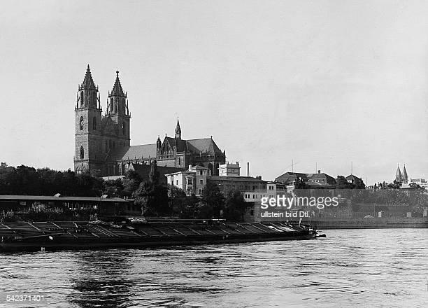 Magdeburg: Blicküber die Strom - Elbe auf den Dom, rechts die Türme des Klosters 'Unser lieben Frauen'um 1929