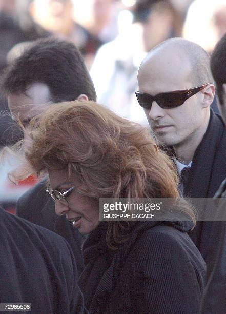 Italian actress Sophia Loren and his son Eduardo arrive at the funeral of Italian producer Carlo Ponti at the San Martin 12 January 2007 in Magenta...