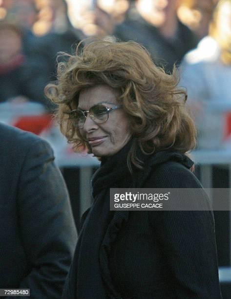 Italian actress Sophia Loren arrives at funeral of her late husband Carlo Ponti at San Martin church 12 January 2007 in Magenta a northern Italian...