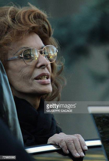 Italian actress Sophia Loren leaves the Magenta Cemetery 12 January 2007 in Magenta where her husband was buriedproducer was buried Carlo Ponti a...