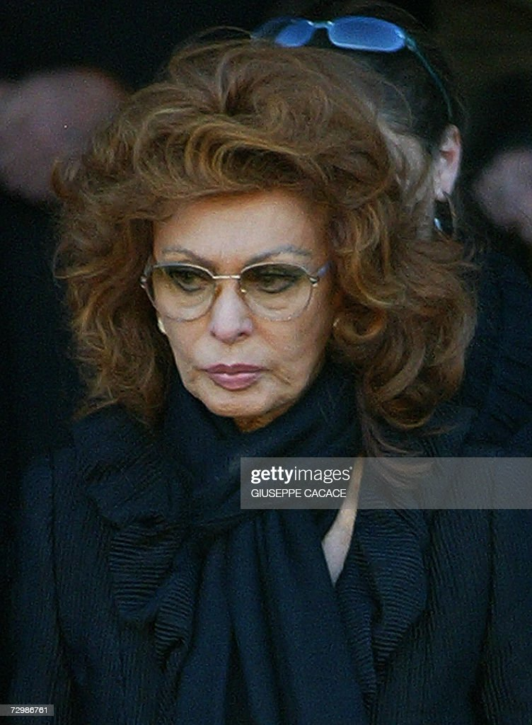 Italian actress Sophia Loren leaves the San Martin church in Magenta, near Milan, at the end of her husband Carlo Ponti's funeral, 12 January 2007. Carlo Ponti, a producer who was known both for classic films such as 'Doctor Zhivago' and for his long marriage to the film star Sophia Loren, died early 10 January at a hospital in Geneva. He was 94.