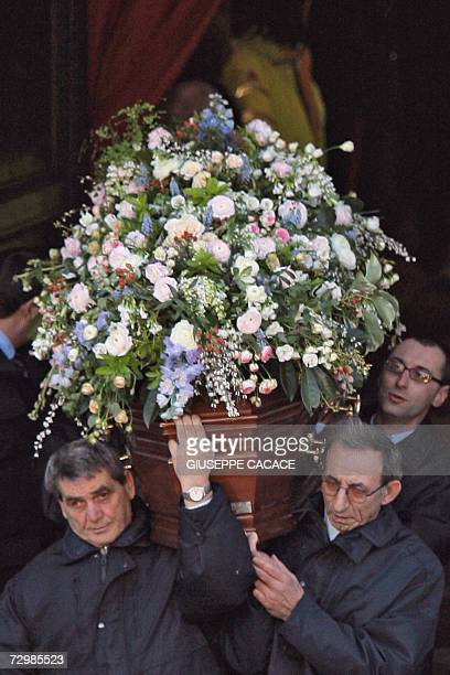 The coffin of Italian producer Carlo Ponti is carried out of the San Martin church in Magenta near Milan 12 January 2007 Carlo Ponti a producer who...