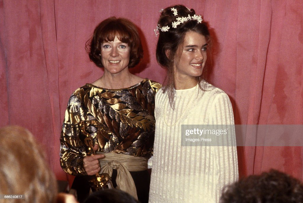 Maggie Smith and Brooke Shields attend the 51st Academy Awards... : News Photo