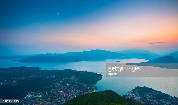 Maggiore-See in Italien bei Sonnenuntergang.